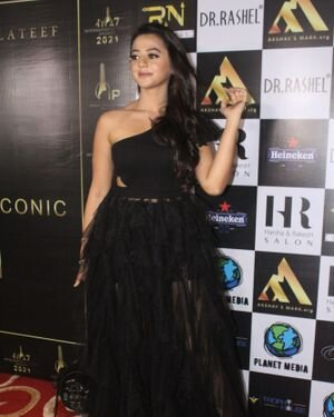 Helly Shah - Photos: Celebs At The Red Carpet International Iconic Awards Season 7 | Picture 1822161