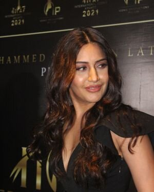 Surbhi Chandna - Photos: Celebs At The Red Carpet International Iconic Awards Season 7 | Picture 1822171