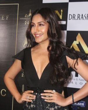 Surbhi Chandna - Photos: Celebs At The Red Carpet International Iconic Awards Season 7 | Picture 1822174
