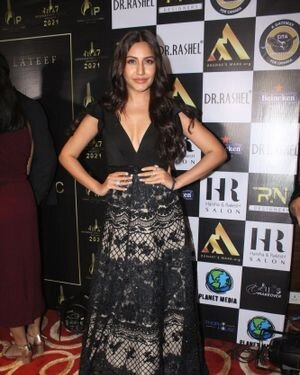 Surbhi Chandna - Photos: Celebs At The Red Carpet International Iconic Awards Season 7 | Picture 1822179