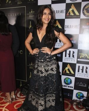 Surbhi Chandna - Photos: Celebs At The Red Carpet International Iconic Awards Season 7 | Picture 1822180