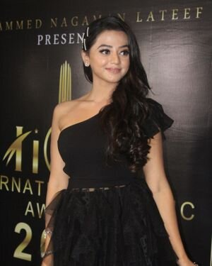 Helly Shah - Photos: Celebs At The Red Carpet International Iconic Awards Season 7 | Picture 1822155
