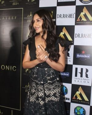 Surbhi Chandna - Photos: Celebs At The Red Carpet International Iconic Awards Season 7 | Picture 1822176