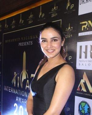 Jasmin Bhasin - Photos: Celebs At The Red Carpet International Iconic Awards Season 7