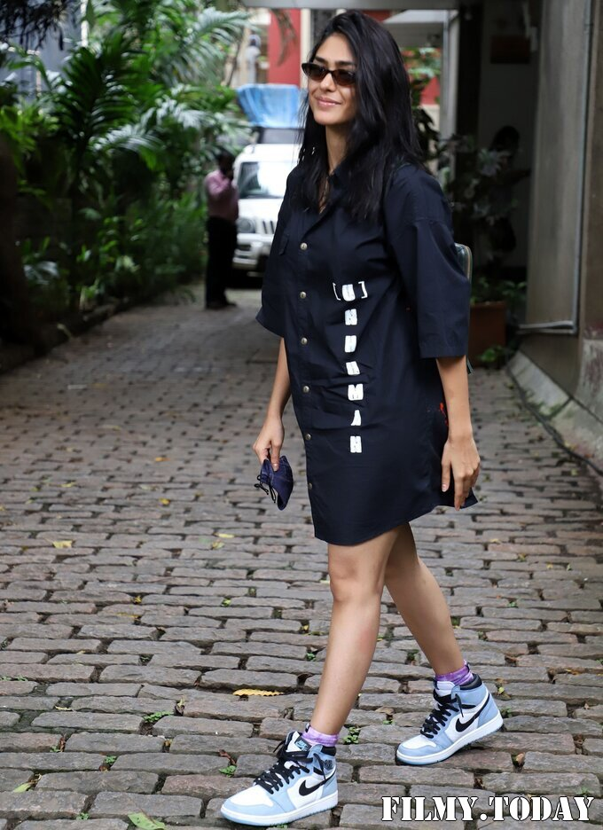 Mrunal Thakur - Photos: Celebs Spotted At Bandra   Picture 1822720