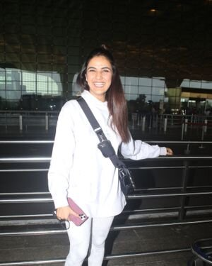 Jasmin Bhasin - Photos: Celebs Spotted At Airport | Picture 1822845