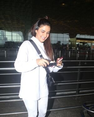 Jasmin Bhasin - Photos: Celebs Spotted At Airport | Picture 1822844