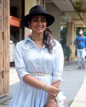 Shriya Saran - Photos: Celebs Spotted At Bandra