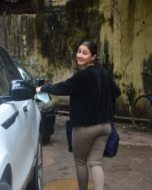 Dhvani Bhanushali - Photos: Celebs Spotted At Gym | Picture 1822863