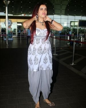 Sonnalli Seygall - Photos: Celebs Spotted At Airport   Picture 1823094