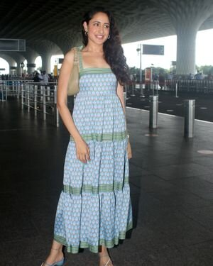 Pragya Jaiswal - Photos: Celebs Spotted At Airport   Picture 1823107