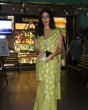 Rhea Chakraborty - Photos: Celebs Spotted At Geetanjali Salon | Picture 1823621