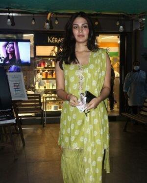 Rhea Chakraborty - Photos: Celebs Spotted At Geetanjali Salon | Picture 1823620