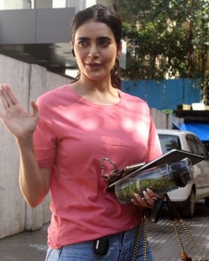 Karishma Tanna - Photos: Celebs Spotted At Juhu | Picture 1823615