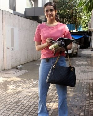 Karishma Tanna - Photos: Celebs Spotted At Juhu | Picture 1823617