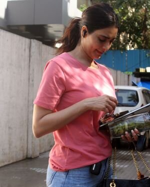 Karishma Tanna - Photos: Celebs Spotted At Juhu | Picture 1823614