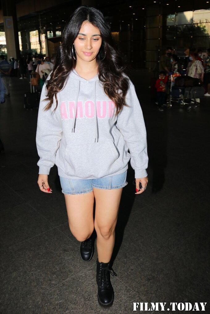 Warina Hussain - Photos: Celebs Spotted At Airport   Picture 1771325