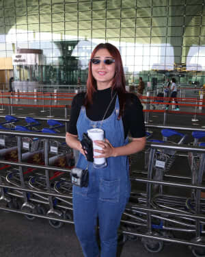 Dhvani Bhanushali - Photos: Celebs Spotted At Airport | Picture 1771366