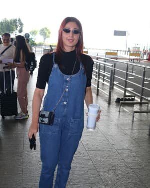 Dhvani Bhanushali - Photos: Celebs Spotted At Airport | Picture 1771368