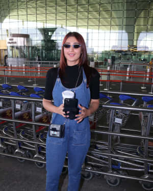 Dhvani Bhanushali - Photos: Celebs Spotted At Airport | Picture 1771363