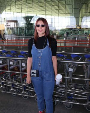 Dhvani Bhanushali - Photos: Celebs Spotted At Airport | Picture 1771365