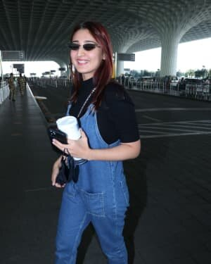 Dhvani Bhanushali - Photos: Celebs Spotted At Airport | Picture 1771369