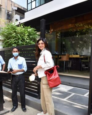 Shilpa Shetty - Photos: Celebs Spotted At Bandra | Picture 1771412