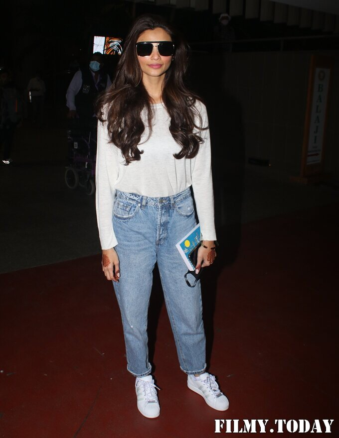 Daisy Shah - Photos: Celebs Spotted At Airport | Picture 1776385