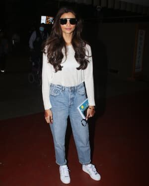 Daisy Shah - Photos: Celebs Spotted At Airport