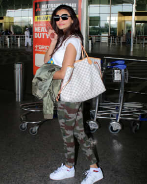 Daisy Shah - Photos: Celebs Spotted At Airport | Picture 1776351