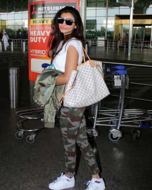 Daisy Shah - Photos: Celebs Spotted At Airport | Picture 1776348