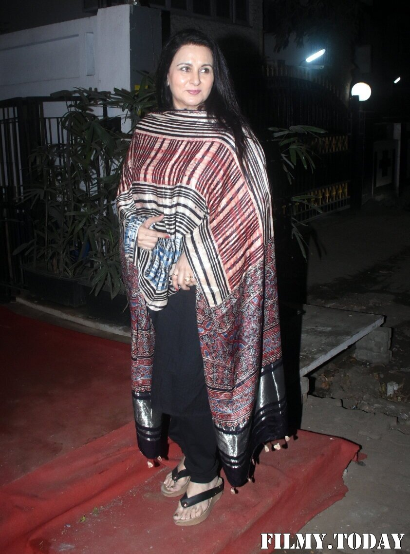 Poonam Dhillon - Photos: Celebs Spotted At Izumi | Picture 1776405