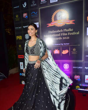 Daisy Shah - Photos: Celebs At Dadasaheb Phalke Awards 2021 | Picture 1776625