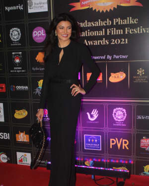 Susmitha Sen - Photos: Celebs At Dadasaheb Phalke Awards 2021 | Picture 1776707