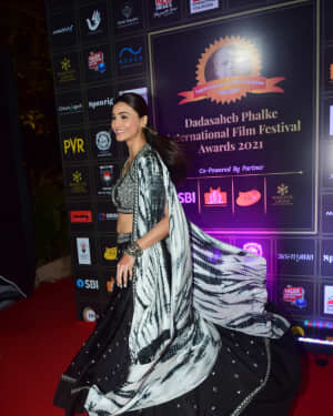 Daisy Shah - Photos: Celebs At Dadasaheb Phalke Awards 2021 | Picture 1776624