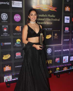Kiara Advani - Photos: Celebs At Dadasaheb Phalke Awards 2021 | Picture 1776704