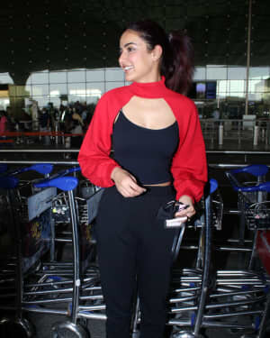 Jasmin Bhasin - Photos: Celebs Spotted At Airport