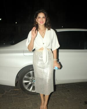 Sunny Leone - Photos: Celebs Spotted At Juhu | Picture 1763723
