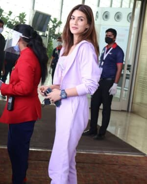 Kriti Sanon - Photos: Celebs Spotted At Airport   Picture 1764379