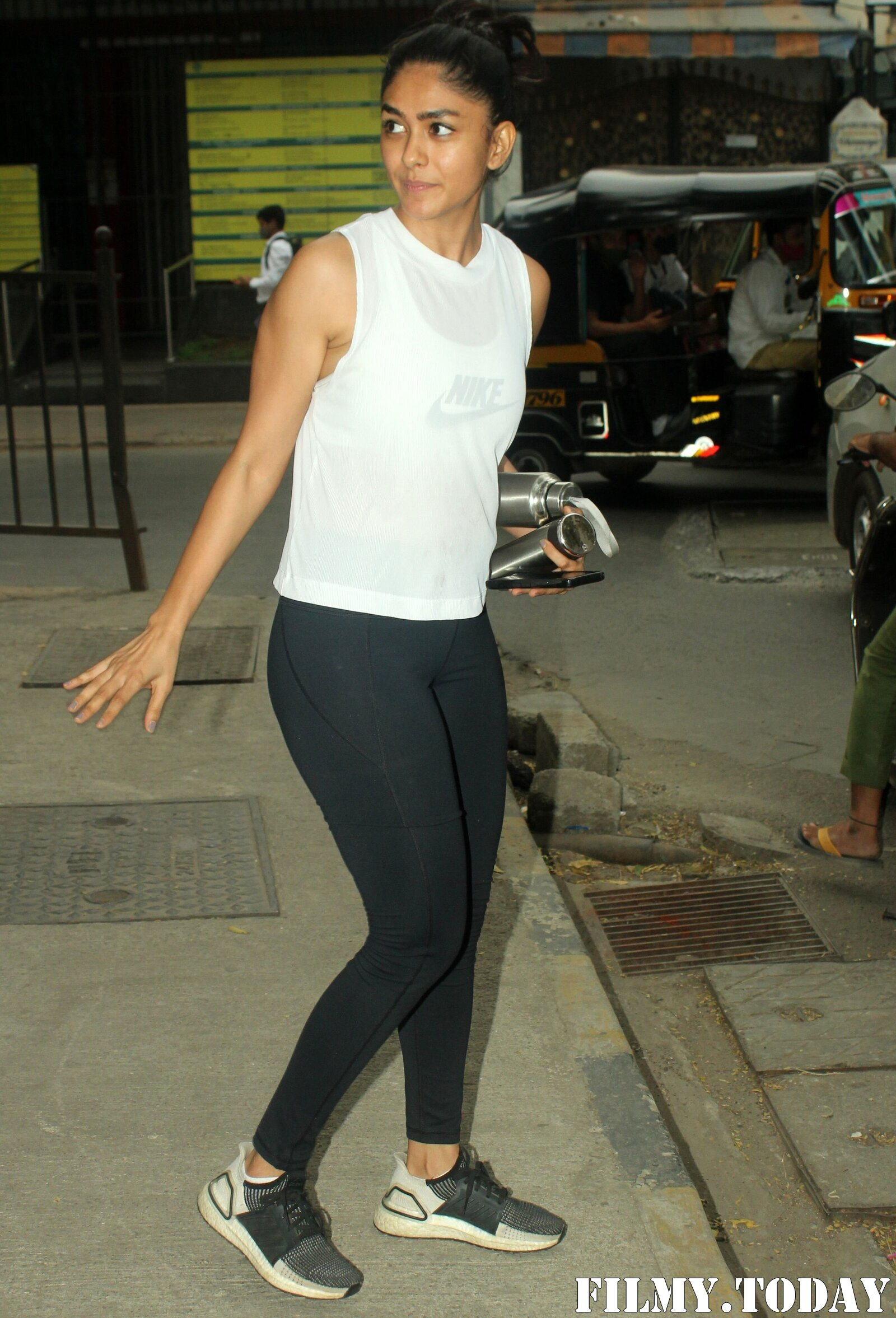 Mrunal Thakur - Photos: Celebs Spotted At Gym | Picture 1764114