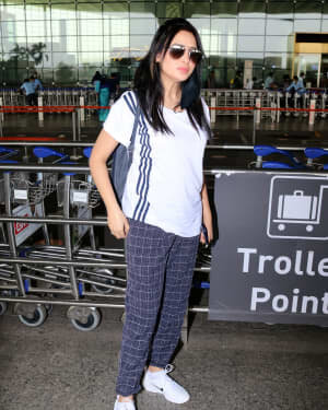 Mahira Sharma - Photos: Celebs Spotted At Airport | Picture 1765950