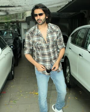 Kartik Aaryan - Photos: Celebs Spotted At Juhu | Picture 1765969