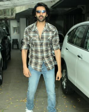 Kartik Aaryan - Photos: Celebs Spotted At Juhu