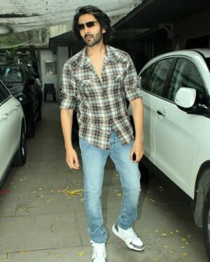Kartik Aaryan - Photos: Celebs Spotted At Juhu | Picture 1765968