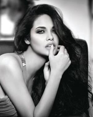 Esha Gupta Latest Photoshoot | Picture 1767140