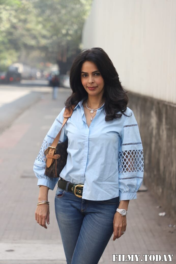 Mallika Sherawat - Photos: Celebs Spotted At Andheri | Picture 1767940