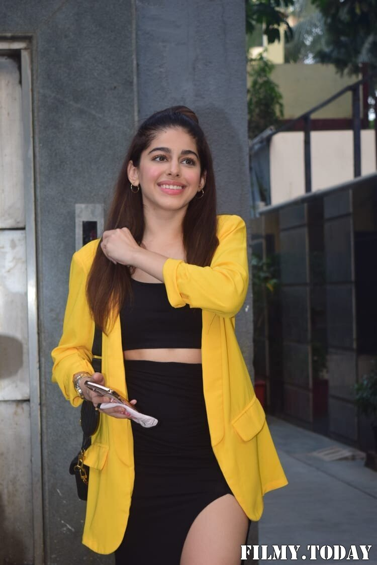Photos: Alaya Furniturewala Spotted At Pooja Entertainment Office | Picture 1770647