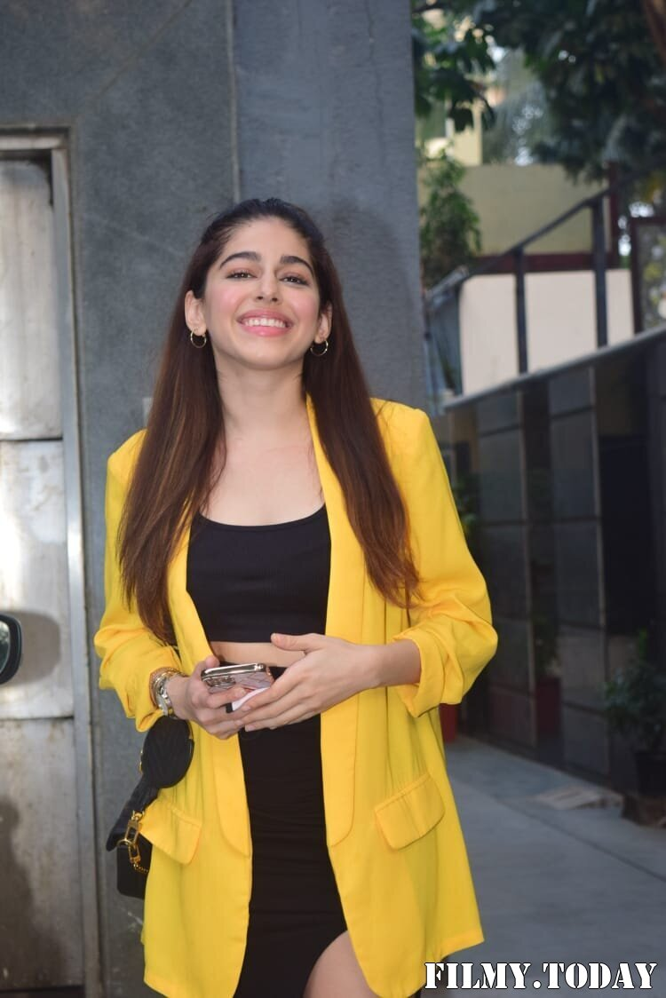 Photos: Alaya Furniturewala Spotted At Pooja Entertainment Office | Picture 1770644