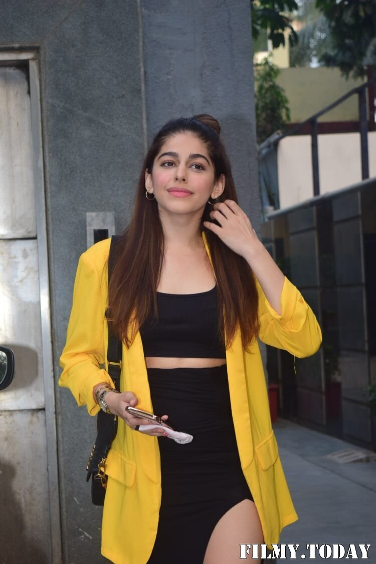 Photos: Alaya Furniturewala Spotted At Pooja Entertainment Office | Picture 1770662
