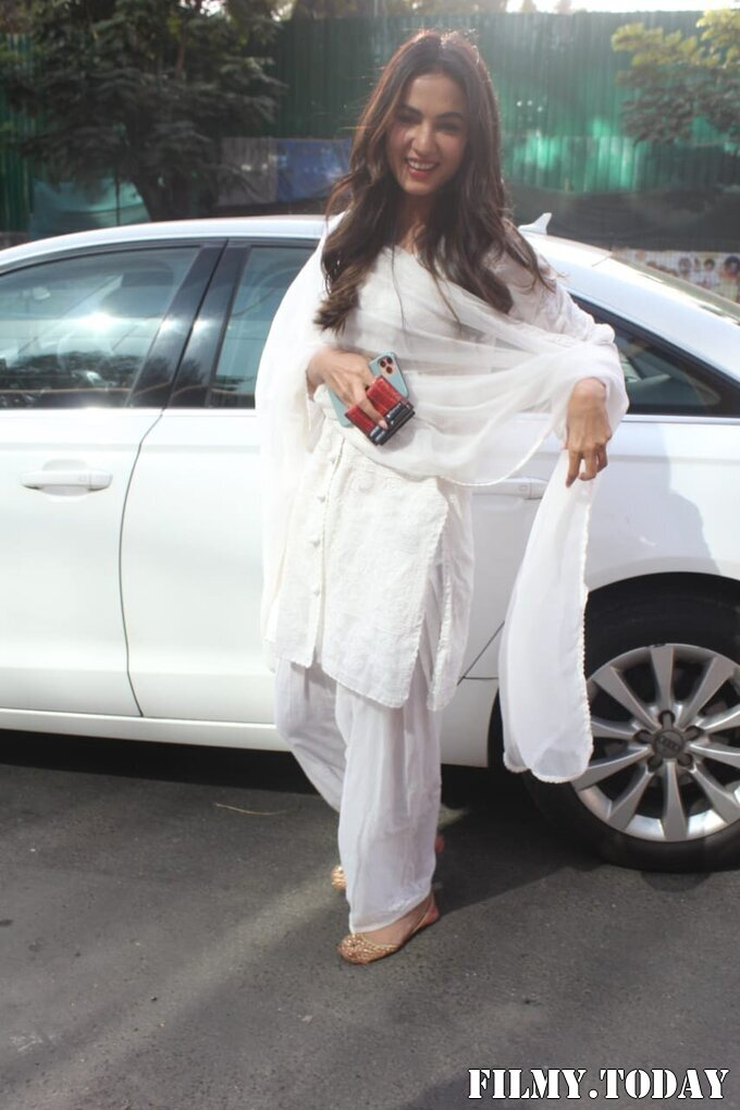 Sonal Chauhan - Photos: Celebs Spotted At Juhu | Picture 1770669